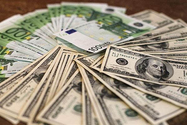 Долар на міжбанку продають за 15,60 грн