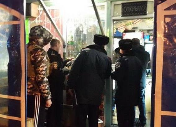 «Правый сектор» помог милиции обнаружить «наливайки» и 100 литров алкоголя