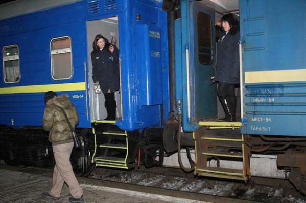 В москве его нужно ждать или провожать на киевском вокзале.