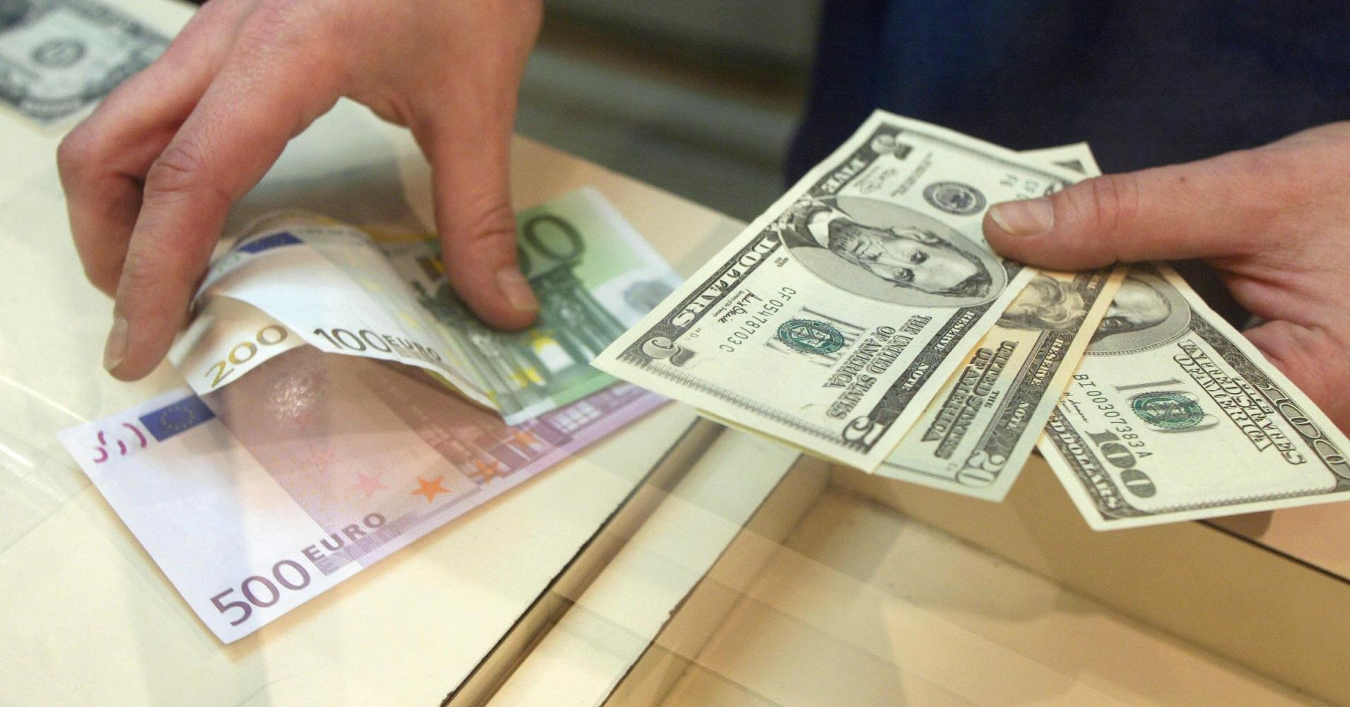 Руб.  ослабил позиции кдоллару иевро порезультатам  основной валютной сессии