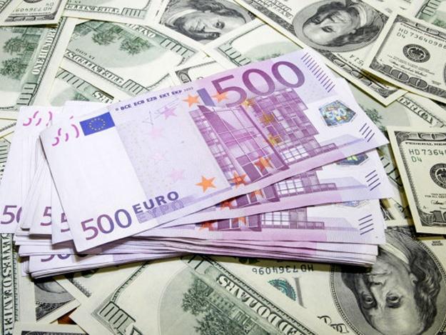 Наоткрытии торгов биржевой курс евро опустился ниже 71 рубля