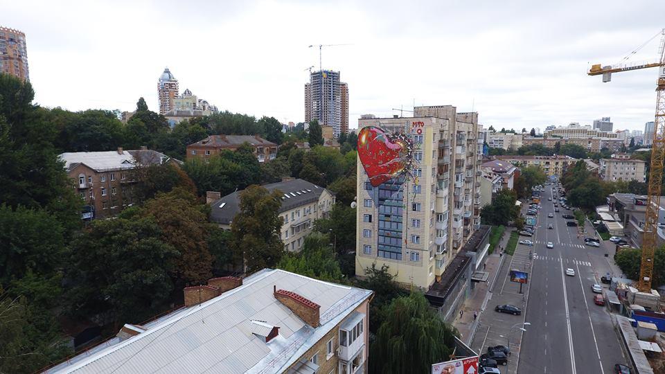 Это обманчивая любовь Российской Федерации: вКиеве появился новый мурал