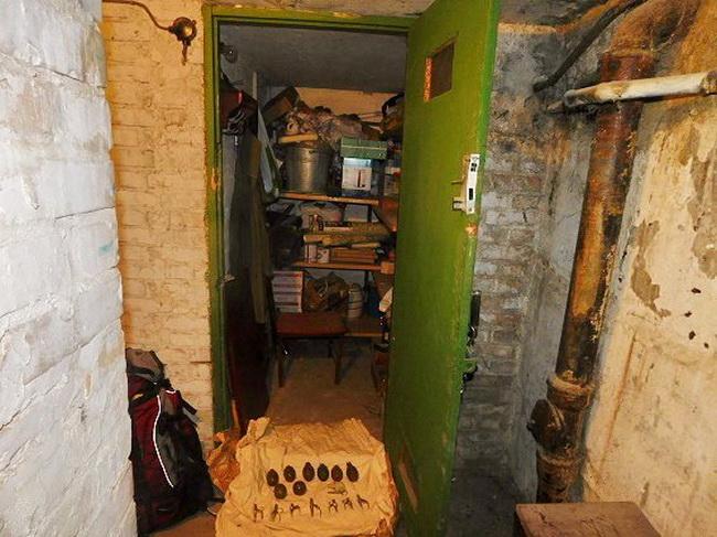 ВКиеве милиция нашла арсенал оружия иззоны АТО