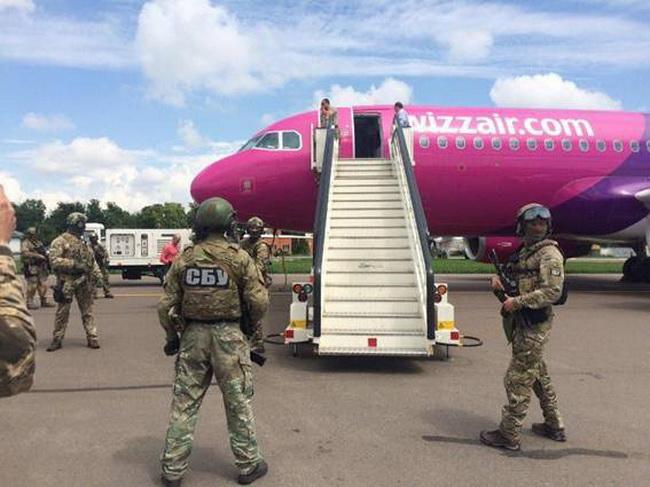 Минер самолета вЖулянах отделался штрафом 17 тыс. грн