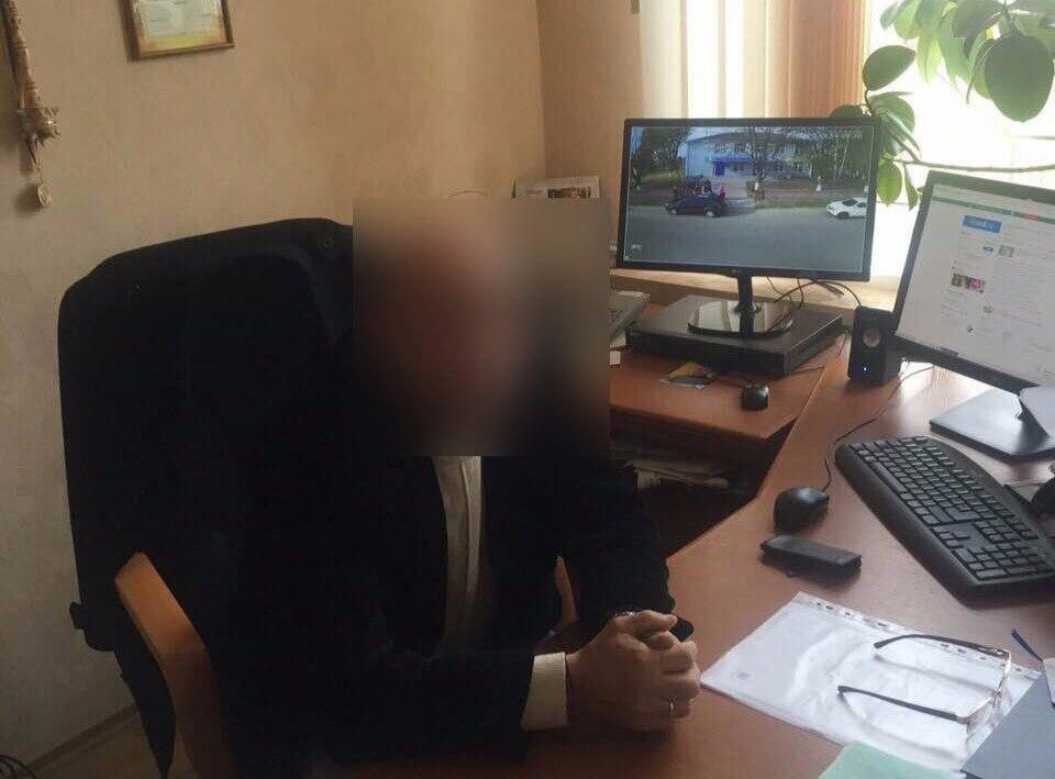 Руководитель киевского села запросил упереселенца 14 тыс. долларов забесплатный участок