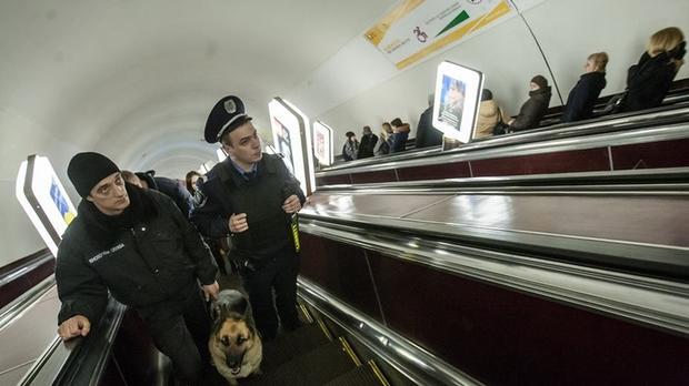 Служащих киевского метрополитена хотят вооружить для защиты отхулиганов