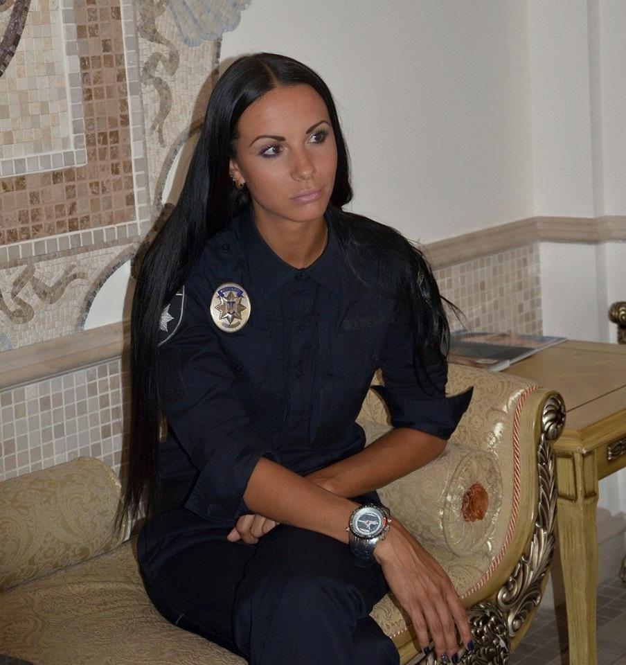 Самая красивая полицейская Киева пишет книгу