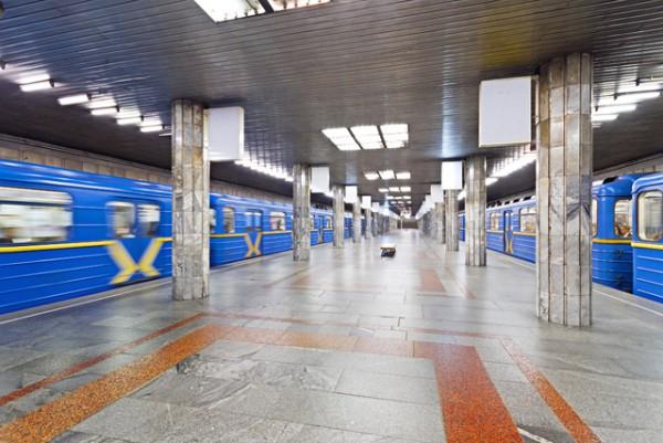 Станцию киевского метро «Петровка» закрыли из-за сообщения озаминировании
