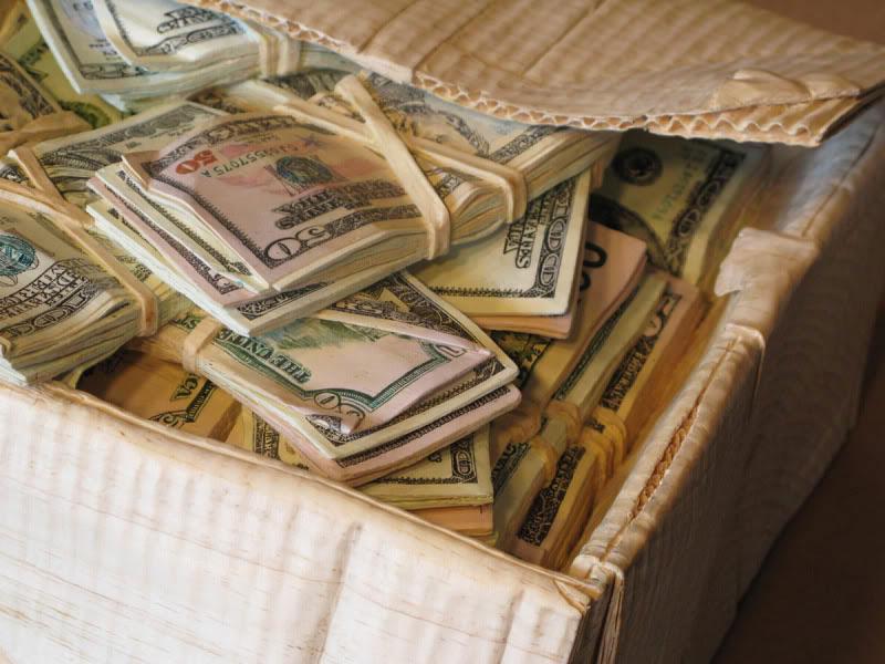 Преступники похитили издома киевлянки неменее млн. долларов