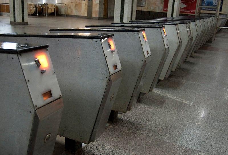 Вкиевском метро сократят количество турникетов для жетонов