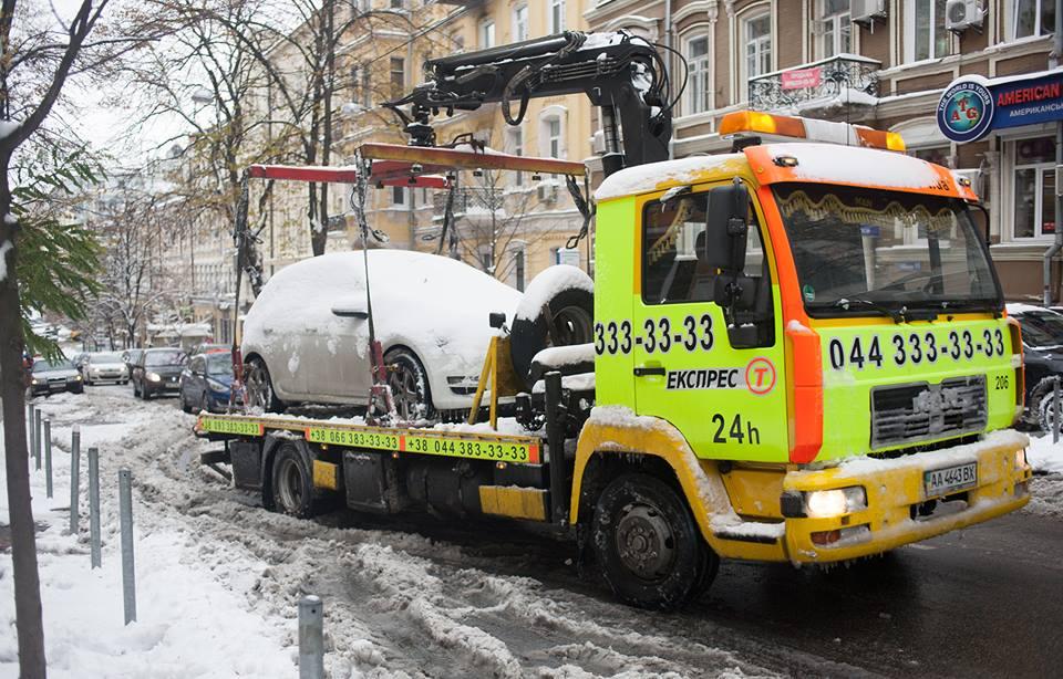 ВКиеве будут эвакуировать автомобили, мешающие уборке снега