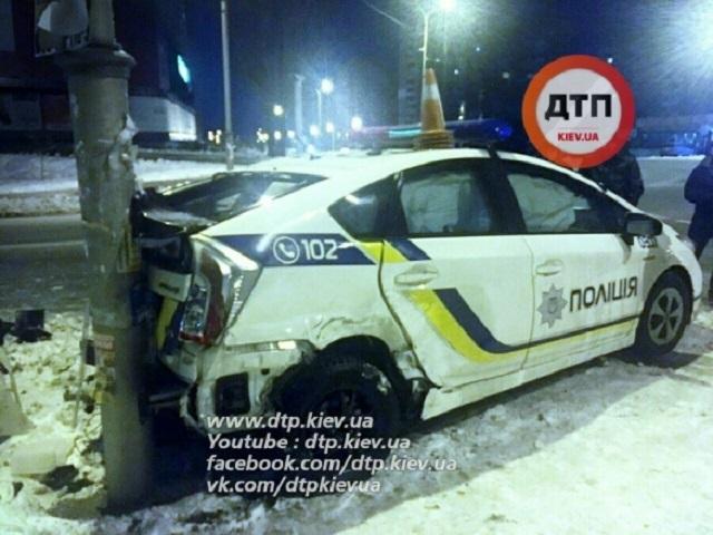 ВКиеве произошла авария сучастием патрульного автомобиля
