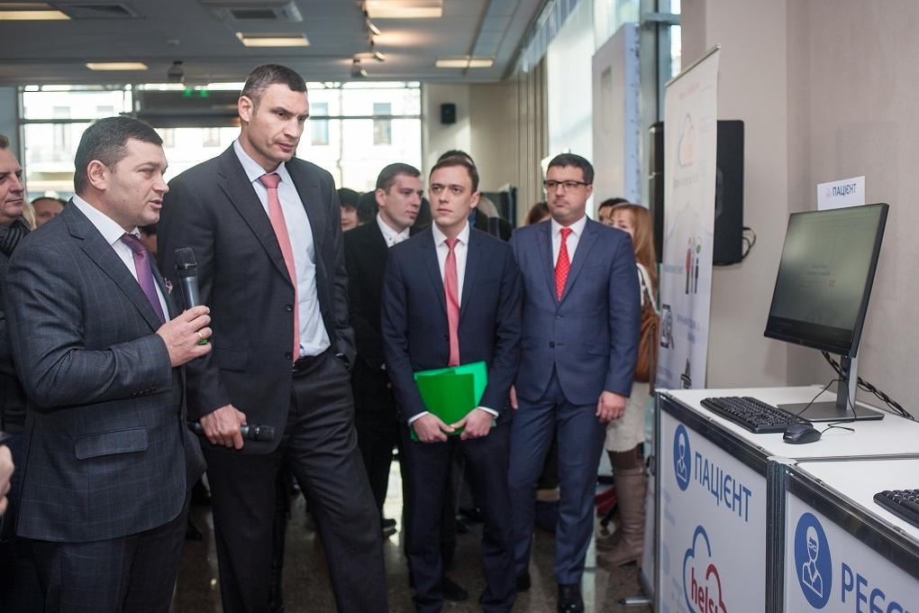 Кличко показали как работает электронная медицинская система в Подольском районе