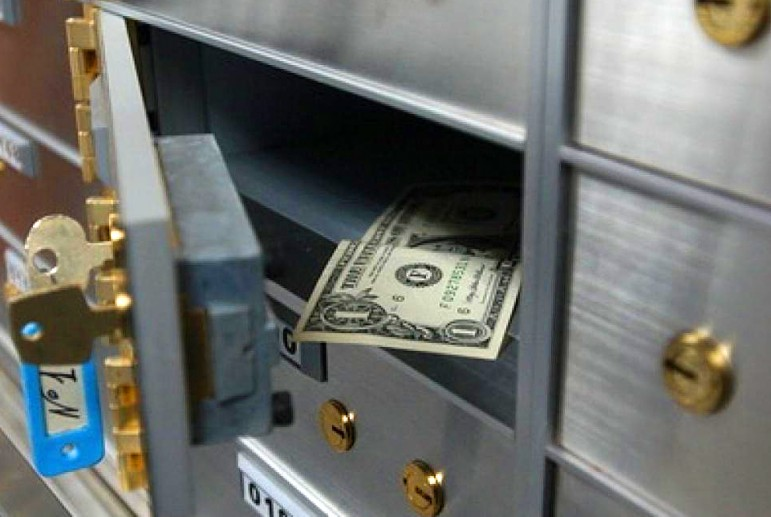 Вкиевском банке изсейфов украли огромную сумму и25 мобильных телефонов
