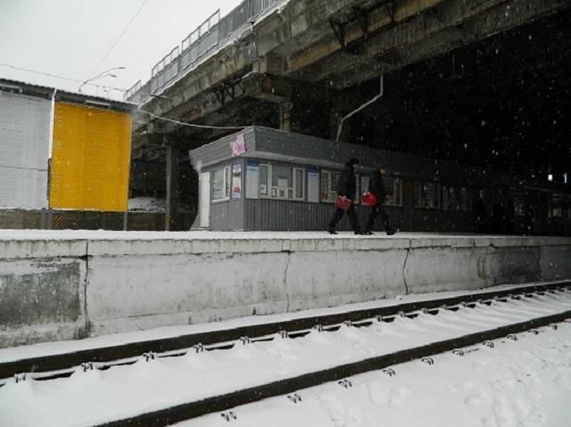 Настанции киевской городской электрички женщина прыгнула под поезд
