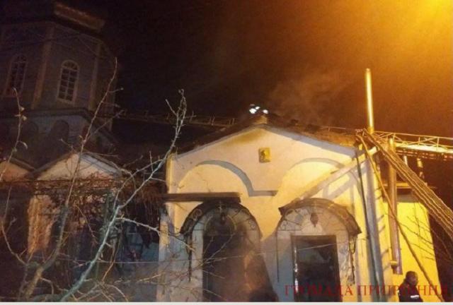 Под Киевом вечером произошел пожар вцеркви, его нейтрализация продолжается