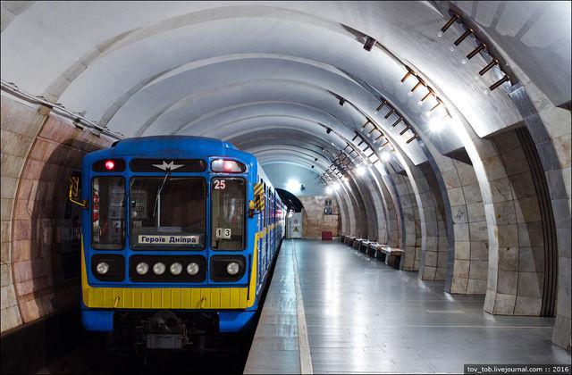 КГГА: Вновогоднюю ночь столичный метрополитен будет работать натри часа дольше
