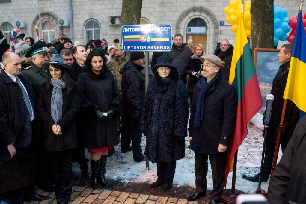 Даля Грибаускайте открыла вКиеве около Софийской площади Литовский сквер