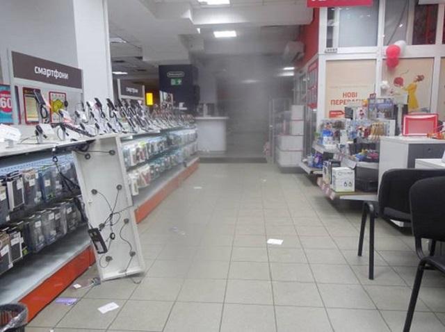 Наперегонки: вКиеве неизвестные за5 мин. обчистили магазин электроники