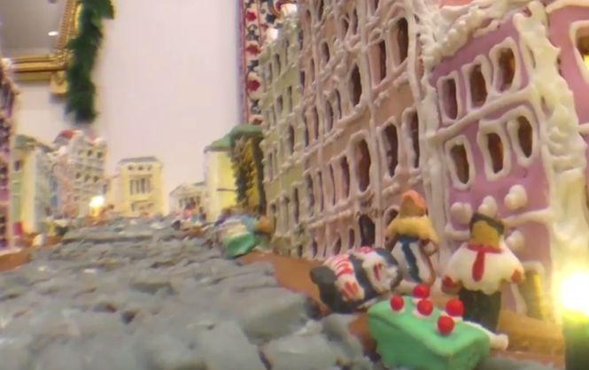 Работники посольства США вКиеве построили Андреевский спуск изимбирного печенья
