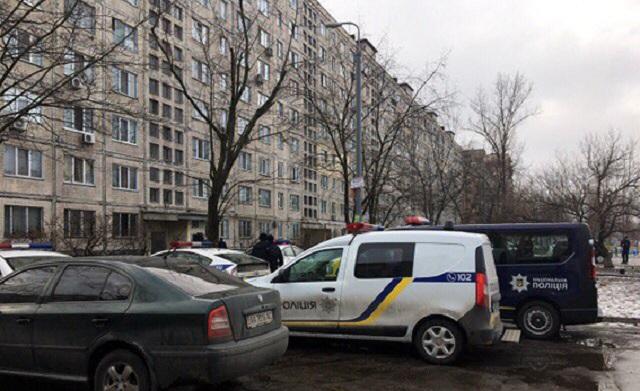 Раненый обидчик заперся откиевской милиции всвоей квартире