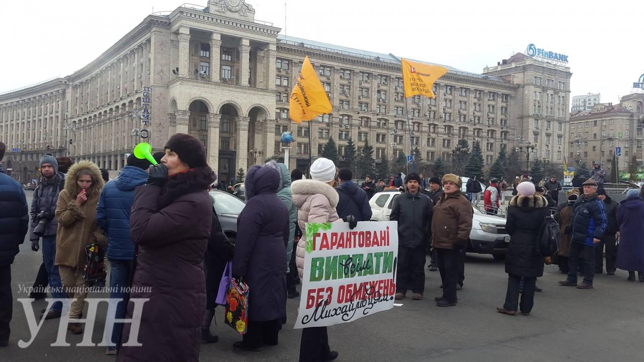 Вкладчики «Михайловского» перекрыли Крещатик, авКиеве начались 7-балльные пробки