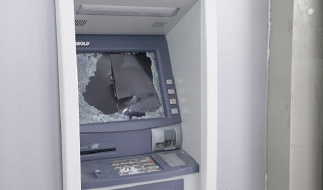 Вкиевской психбольнице обидчик похитил избанкомата около 500 тыс. грн