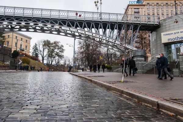 ВКиеве мужчина совершил суицид, прыгнув сосмотрового моста наМайдане Независимости