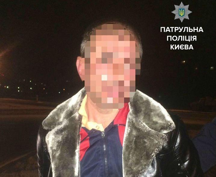 ВКиеве нетрезвый шофёр набросился наполицейских из-за отказа брать взятки
