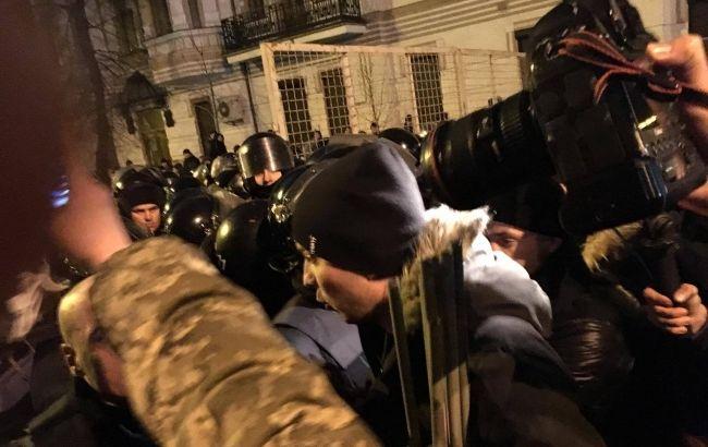 Впроцессе столкновений вцентре украинской столицы достаточно серьезно пострадал полицейский