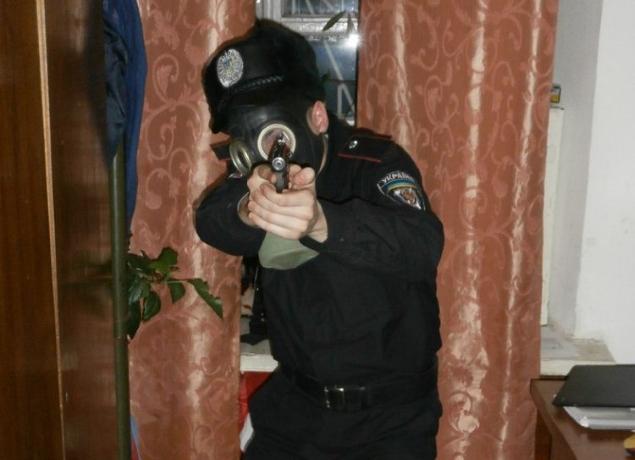 ВКиеве боец Нацгвардии случайно выстрелил себе вживот
