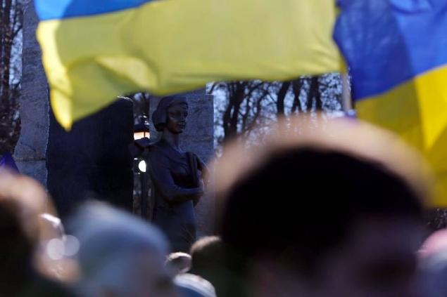 ВКиеве открыли монумент поэтессе Телиге