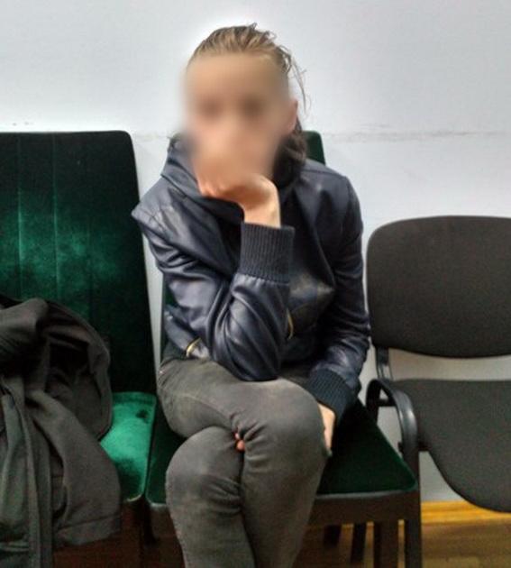 Правоохранители украинской столицы задержали мать, бросившую ночью наулице 2-х маленьких детей