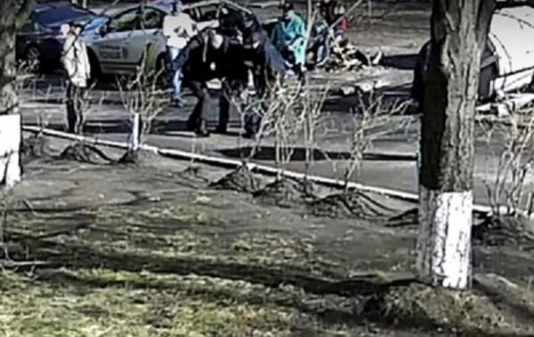 В Киеве патрульных за избиение мужчины отстранили от службы на время расследования