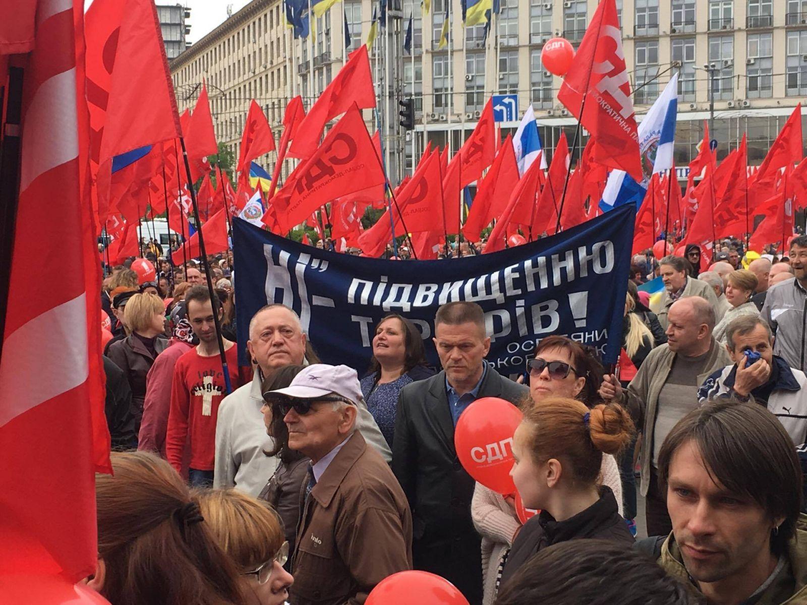 Вцентре украинской столицы проходит первомайский марш