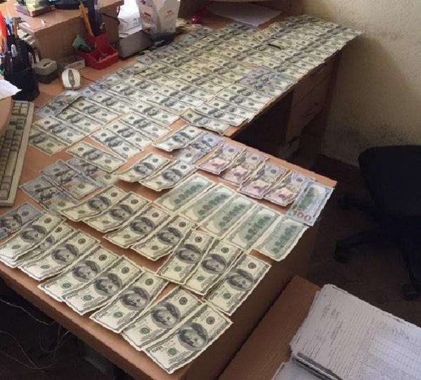 """На Киевщине должностные лица коммунального предприятия торговали """"налево"""" донорской кровью - СБУ"""