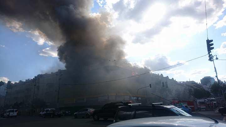 Пожар в помещении прежнего Центрального гастронома наКрещатике ликвидирован,— ГосЧС