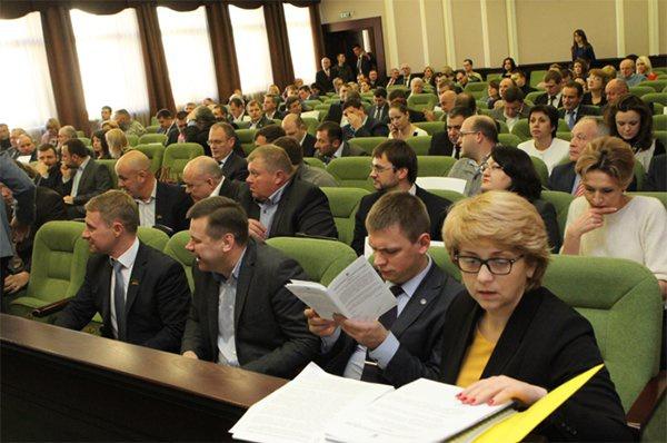ВВерховной Раде выступили заимпичмент Петра Порошенко