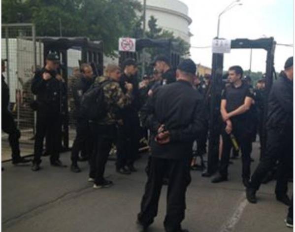 5,5 тысяч полицейских охраняют Марш равенства: изъяты балаклавы и газовые баллончики (фото)