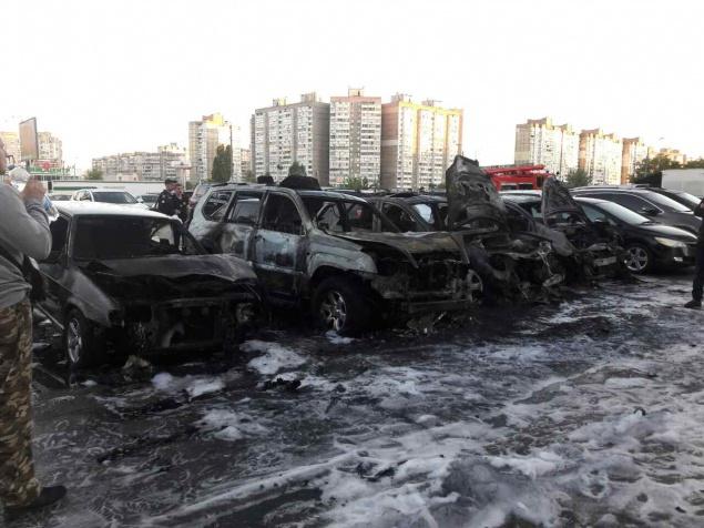 Полиция Киева не исключает, что в инциденте на автостоянке имел место поджог