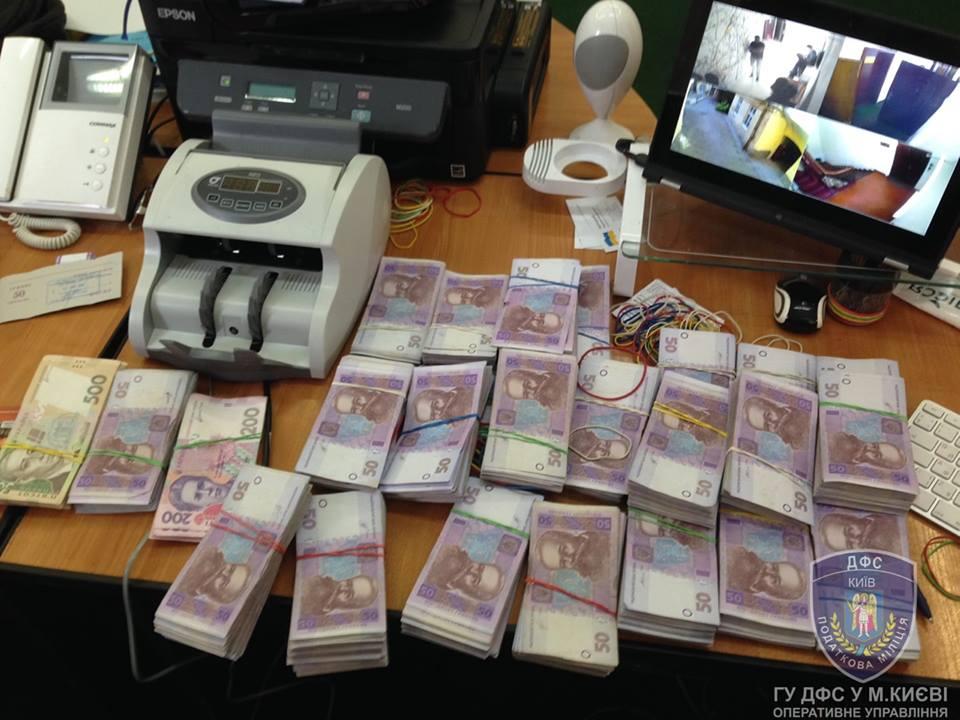 Благодаря автоматическому блокированию налоговых накладных изтени вышло 1,5 млрд грн