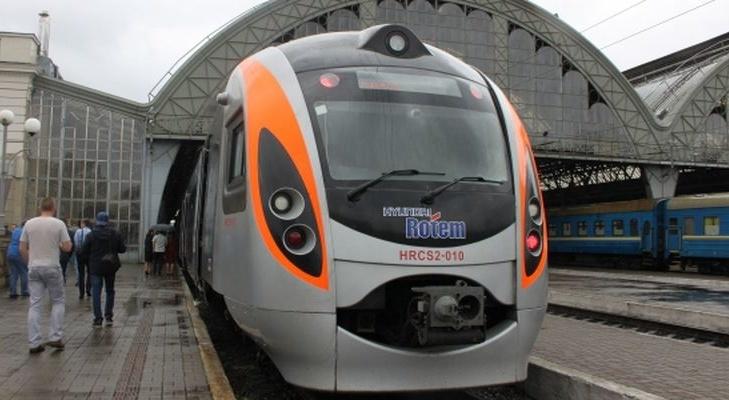 «Укрзализныця» изменит маршрут двухэтажного поезда Шкода