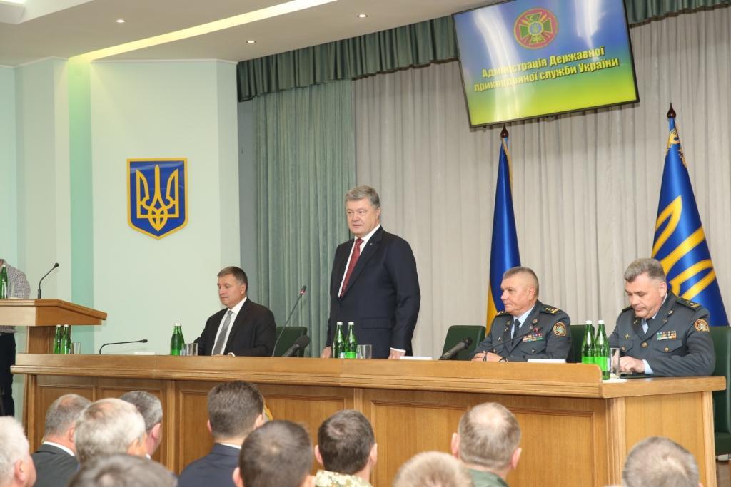 Руководитель Госпогранслужбы, который упал вобморок перед Лукашенко иПорошенко, увольняется [дополняется]