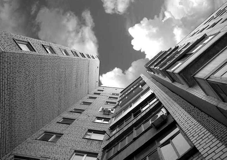 ВКиеве женщина выпрыгнула с10 этажа наглазах удочери