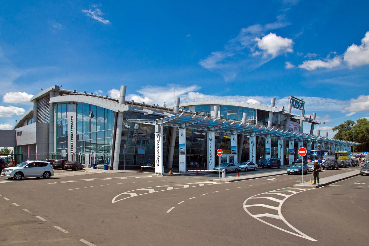 Известный туроператор заблокировал сотню клиентов ваэропорту столицы Украины