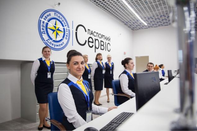 В Киеве крупнейший паспортный центр страны обещает принимать 1,5 тысяч людей ежедневно (фото)