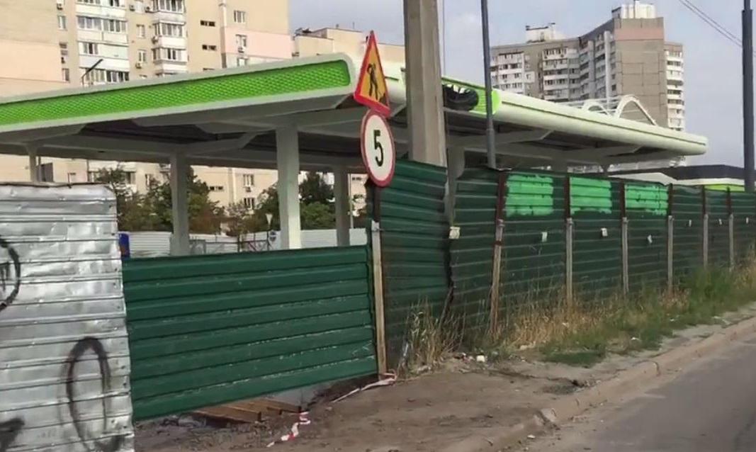 Генпрокуратура украинской столицы требует снести скандальную АЗС наулице Ревуцкого