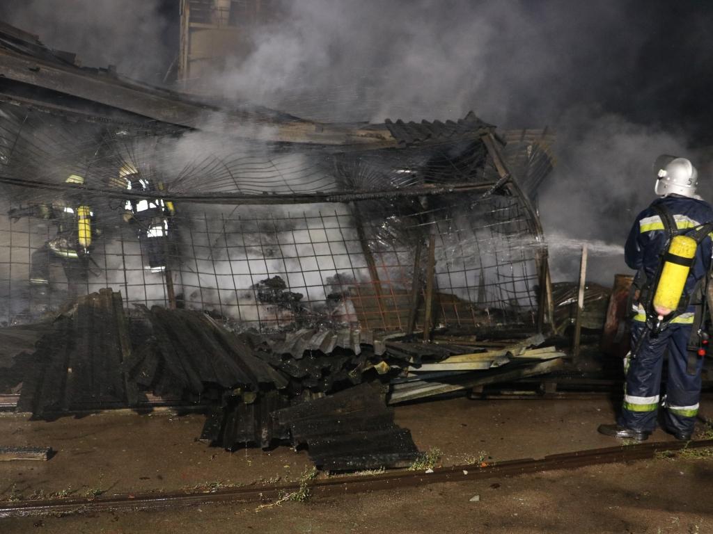 ВКиеве крупный пожар уничтожил склад хранения ипереработки древесины