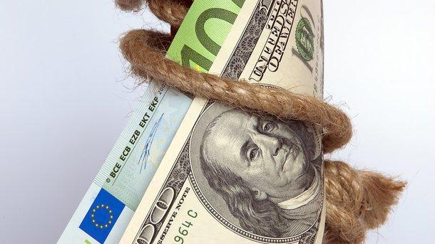 Курс валют напонедельник: курс доллара иевро немного вырос