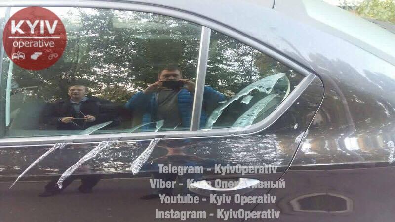 ВКиеве неизвестные облили кислотой десятки авто